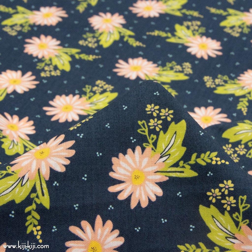 【USAコットン】marguerite flowers マーガレット コットンシーチング moda社 ネイビー 