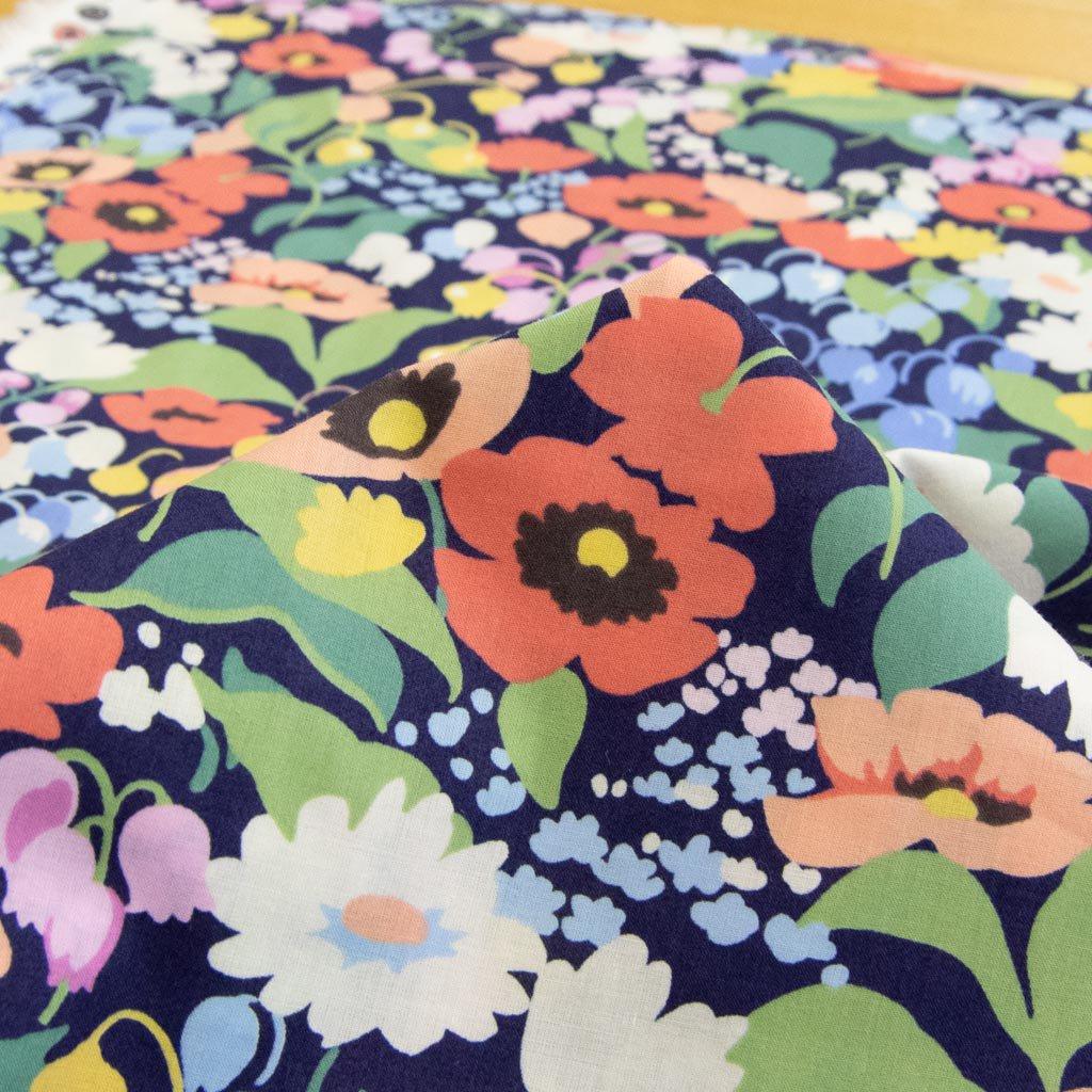 【USAコットン】flower garden|フラワーガーデン|コットンローン|USAコットン|MODA|ネイビー|<img class='new_mark_img2' src='https://img.shop-pro.jp/img/new/icons5.gif' style='border:none;display:inline;margin:0px;padding:0px;width:auto;' />
