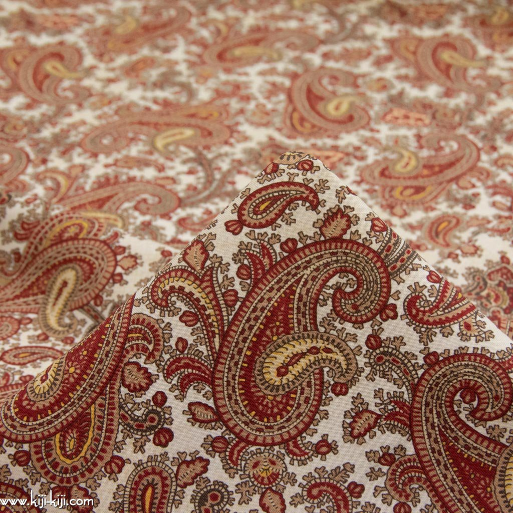 【USA cotton】 vintage paisley design fabric   ヴィンテージペイズリーデザインファブリック コットンシーチング クリームホワイト <img class='new_mark_img2' src='https://img.shop-pro.jp/img/new/icons5.gif' style='border:none;display:inline;margin:0px;padding:0px;width:auto;' />
