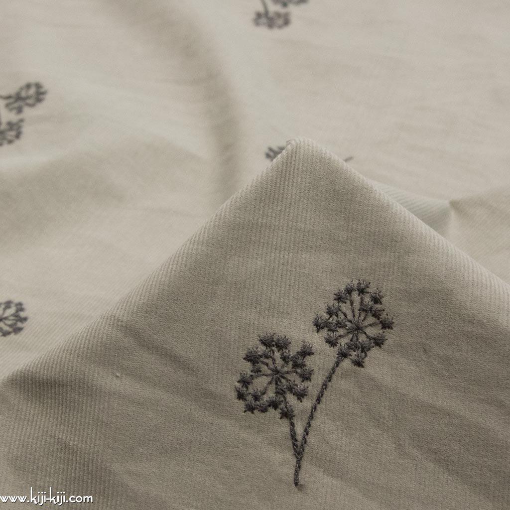 【コーデュロイ刺繍】cotton corduroy embroidery fabric わたげの刺繍コーデュロイ シャツコール生地 グレージュ <img class='new_mark_img2' src='https://img.shop-pro.jp/img/new/icons5.gif' style='border:none;display:inline;margin:0px;padding:0px;width:auto;' />