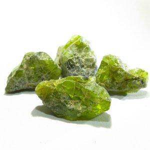 ペリドット 原石 (12-13X14-18mm) 8月の誕生石 【1個】 《明瞭さと美しさをもたらす石》