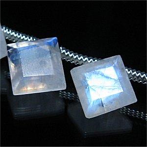 レインボームーンストーン (AA++) ダイヤファセットカット9X9X2-3mm 【1個】 《高い保護力で持ち主をサポートする石》