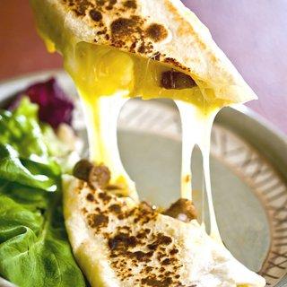 ピリ辛ソーセージとチーズのブリトー|ブリトー
