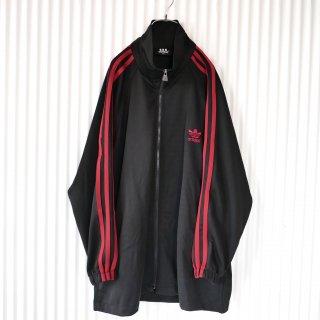 adidas トレフォイル刺繍3ライントラックジャケット/黒赤