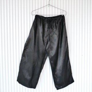 ブラックサテン 裾レースパンツ