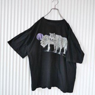 夜のオオカミと紫の窓 Tee