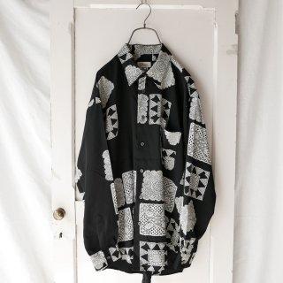 フラワーレースパターン ブラックシャツ