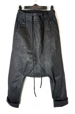 A.F ARTEFACT COATED SARROUEL CROPPED PANTS
