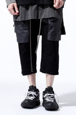 <img class='new_mark_img1' src='https://img.shop-pro.jp/img/new/icons23.gif' style='border:none;display:inline;margin:0px;padding:0px;width:auto;' />A.F ARTEFACT Cropped Wide Trousers