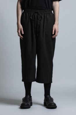 <img class='new_mark_img1' src='https://img.shop-pro.jp/img/new/icons8.gif' style='border:none;display:inline;margin:0px;padding:0px;width:auto;' />The Viridi-anne Cotton twill Wide Cropped Pants