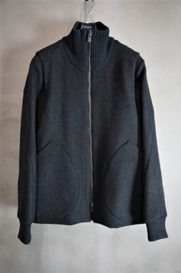 <img class='new_mark_img1' src='https://img.shop-pro.jp/img/new/icons8.gif' style='border:none;display:inline;margin:0px;padding:0px;width:auto;' />DEVOA High neck jacket wool super100's double weave