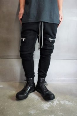 <img class='new_mark_img1' src='https://img.shop-pro.jp/img/new/icons8.gif' style='border:none;display:inline;margin:0px;padding:0px;width:auto;' />A.F ARTEFACT Sweat  Slim Trousers