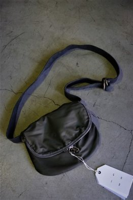 <img class='new_mark_img1' src='https://img.shop-pro.jp/img/new/icons8.gif' style='border:none;display:inline;margin:0px;padding:0px;width:auto;' />GUIDI NYLON AND LEATHER SHOULDER BAG