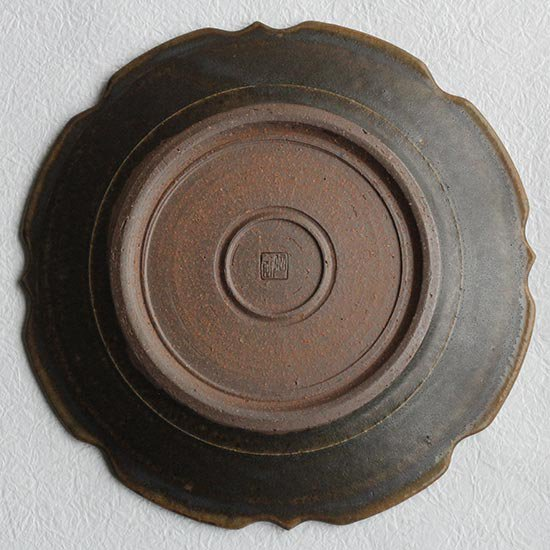 彫刻皿8寸 サビ釉 / 古谷製陶所