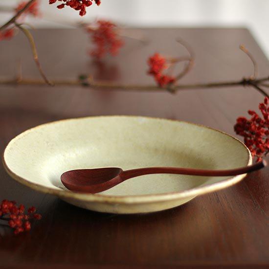 リム皿たわみ7寸 黄粉引 / 佐藤敬