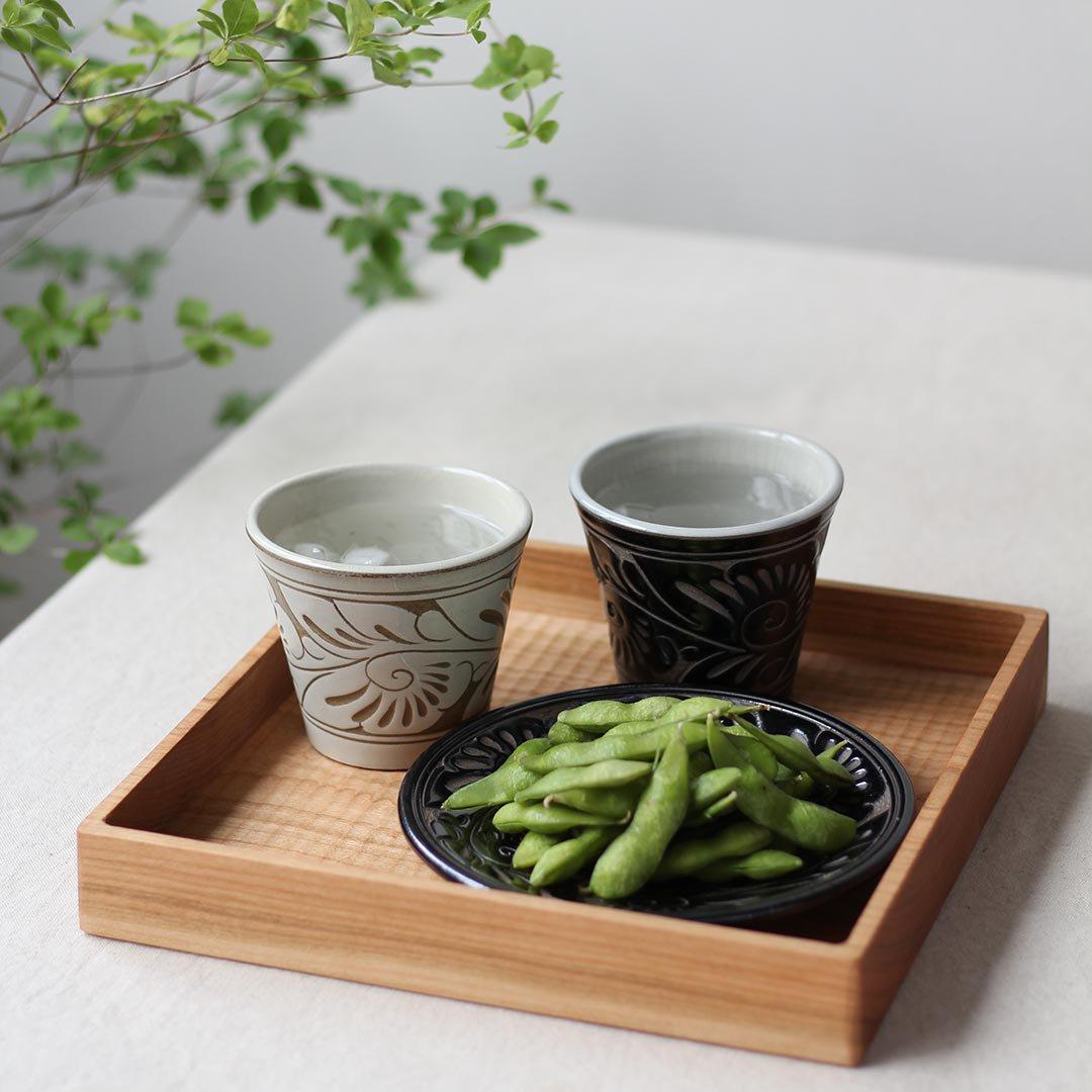 フリーカップ 唐草線彫 / 育陶園