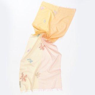 【10%OFF】【4Pastel  & Flower(4パステル&フラワー)】薄手ウール・シルク アリー手刺繍ストール(クリーム/ライトオレンジ)