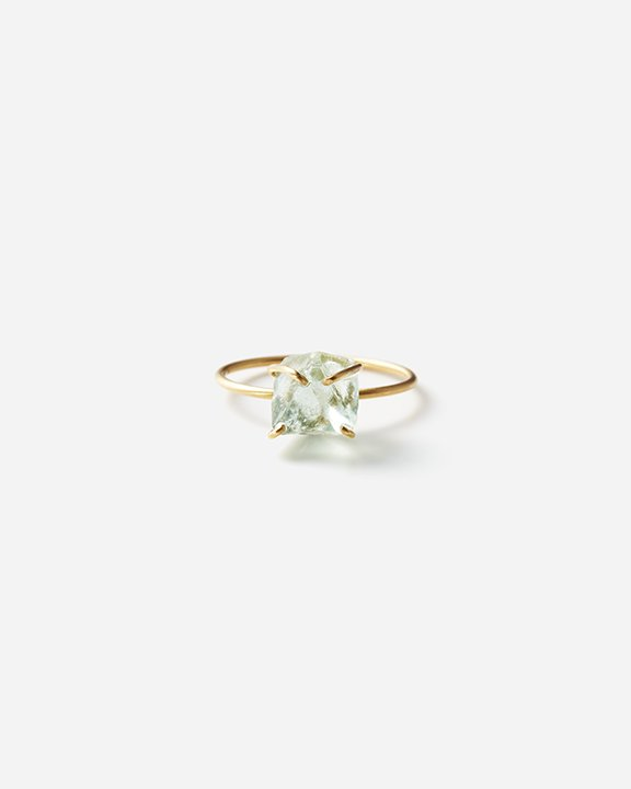 Fluorite Gem Ring <img class='new_mark_img2' src='https://img.shop-pro.jp/img/new/icons8.gif' style='border:none;display:inline;margin:0px;padding:0px;width:auto;' />