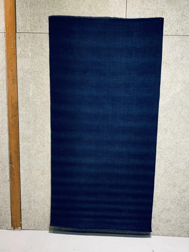 21 113 3/3 時代赤穂緞通   藍染無地 1900x950 専門業者洗浄消毒済