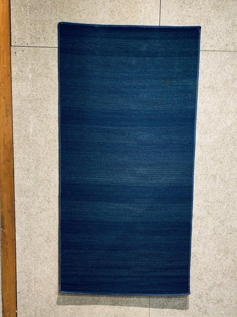 21 115 時代倉敷緞通  藍染無地  1760x880 専門業者洗浄消毒済