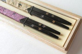 細身利久縞黒檀 小梅蒔絵夫婦箸 錫箸置きセット
