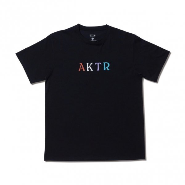 <img class='new_mark_img1' src='https://img.shop-pro.jp/img/new/icons14.gif' style='border:none;display:inline;margin:0px;padding:0px;width:auto;' />MULTI COLOR AKTR TEE BLACK