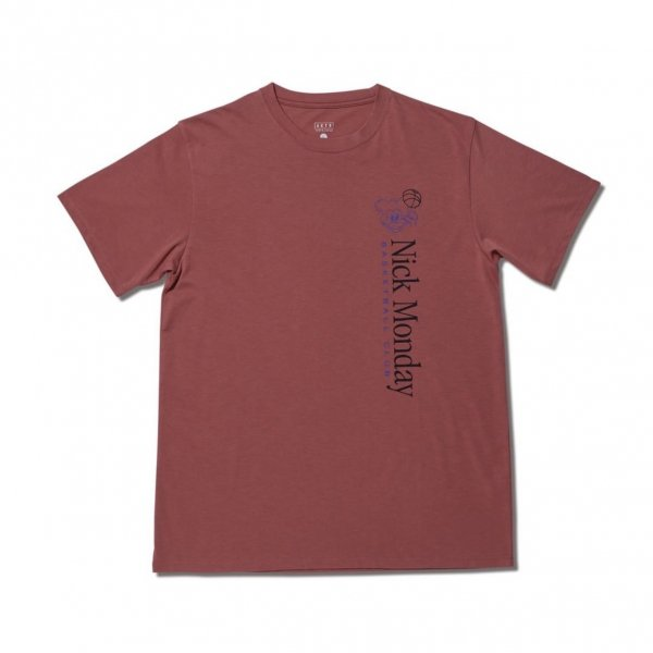 <img class='new_mark_img1' src='https://img.shop-pro.jp/img/new/icons14.gif' style='border:none;display:inline;margin:0px;padding:0px;width:auto;' />NICK MONDAY BASKETBALL CLUB TEE SMOKE RED