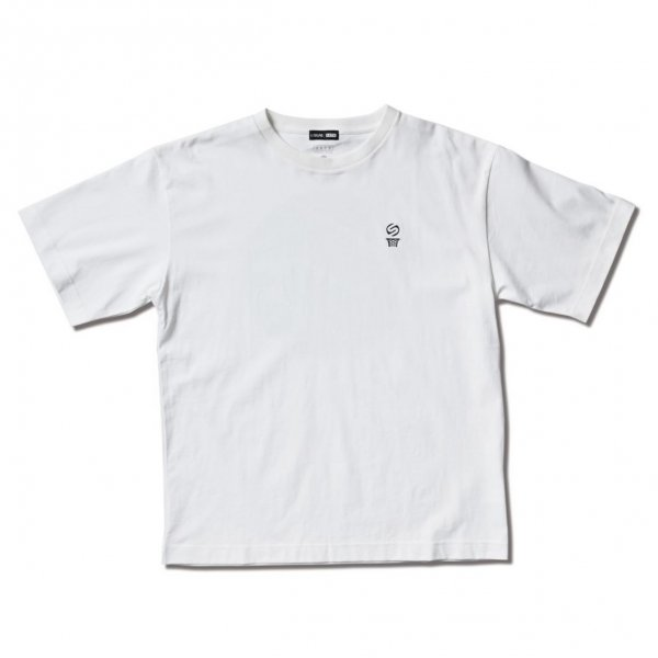 <img class='new_mark_img1' src='https://img.shop-pro.jp/img/new/icons14.gif' style='border:none;display:inline;margin:0px;padding:0px;width:auto;' />SILAS COTTON TEE WHITE
