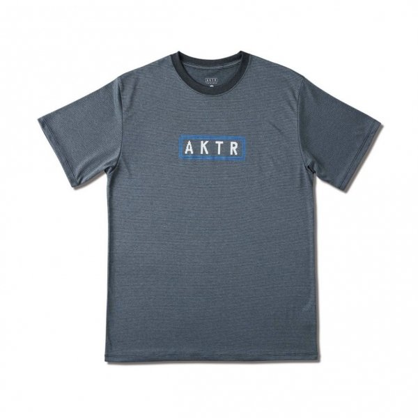 <img class='new_mark_img1' src='https://img.shop-pro.jp/img/new/icons14.gif' style='border:none;display:inline;margin:0px;padding:0px;width:auto;' />PAC-MAN™ x AKTR MAZE SPORTS TEE GRAY