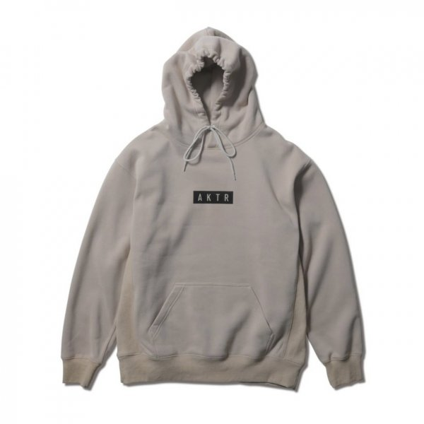 <img class='new_mark_img1' src='https://img.shop-pro.jp/img/new/icons14.gif' style='border:none;display:inline;margin:0px;padding:0px;width:auto;' />LOGO SWEAT PULLOVER PARKA BEIGE