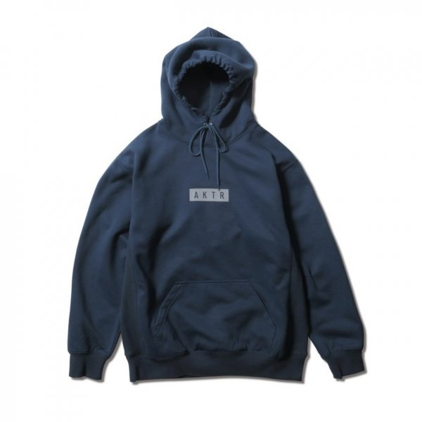 <img class='new_mark_img1' src='https://img.shop-pro.jp/img/new/icons14.gif' style='border:none;display:inline;margin:0px;padding:0px;width:auto;' />LOGO SWEAT PULLOVER PARKA NAVY