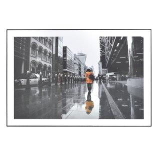 アートパネル 街 風景 人物 黒 白 オレンジ 縦60cm 横90cm