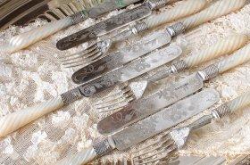 英国アンティーク銀器【純銀&白蝶貝】1863年 両面彫り デザートフォーク&ナイフ 6組     (MD有)