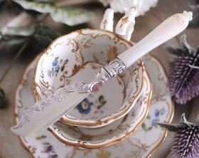 英国アンティーク銀器【純銀】1854年 白蝶貝ハンドルのバターナイフ MH&Co  (MD有)