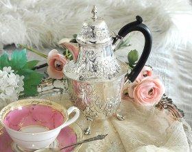 英国アンティーク【純銀】1897年 リボンの小さなウォータージャグ/コーヒーポット