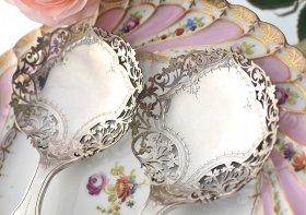 英国アンティーク銀器【純銀】1910年 透かしのボンボンスプーン Asprey&Co
