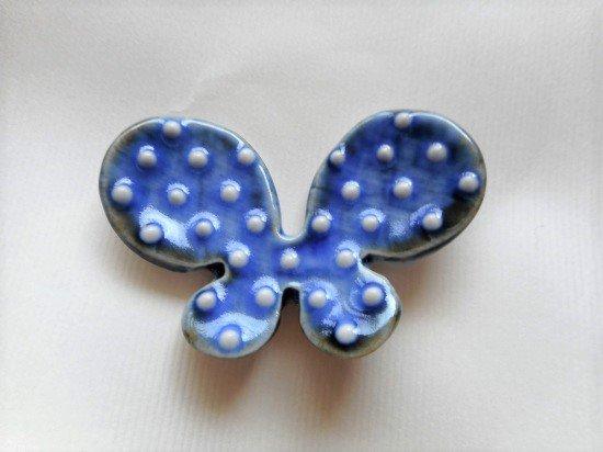 砥部焼 皐月窯 蝶の箸置き(イッチン)