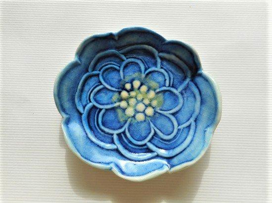 TOMI-kobo 青いお花の豆皿(中心黄色)
