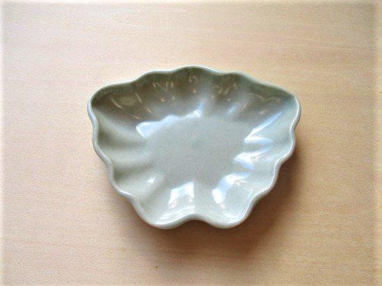山本たろう(魚雲窯) ちょうちょ豆皿 (磁器・白)