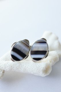 Graphical studs earrings Agate  / イヤリングタイプ