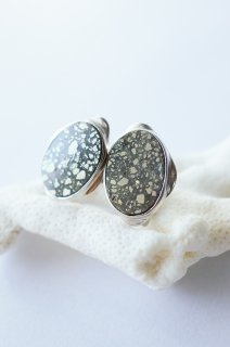 Graphical studs earrings Pyrite  / イヤリングタイプ