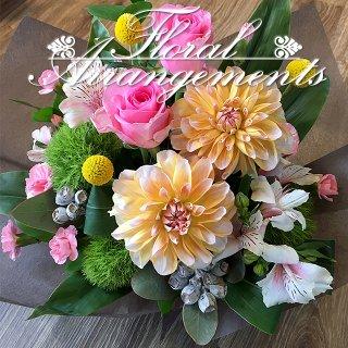 お花のアレンジメント 花束 65束 フラワーギフト フラワーアレンジメント プレゼント  お祝い 誕生日 記念日 母の日 結婚記念日 結婚祝い 退職祝い 定年 送別会 還暦 クリスマス 妻 両親