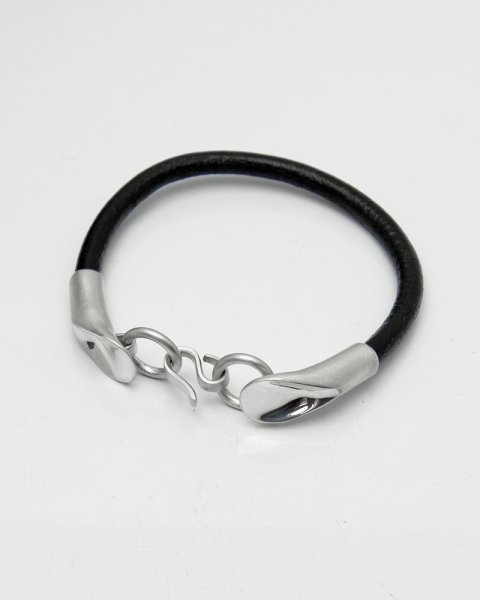 Aug. 2020 Leaves Strength <br>Leaf Silver×Leather bracelet LLB-009B<br>