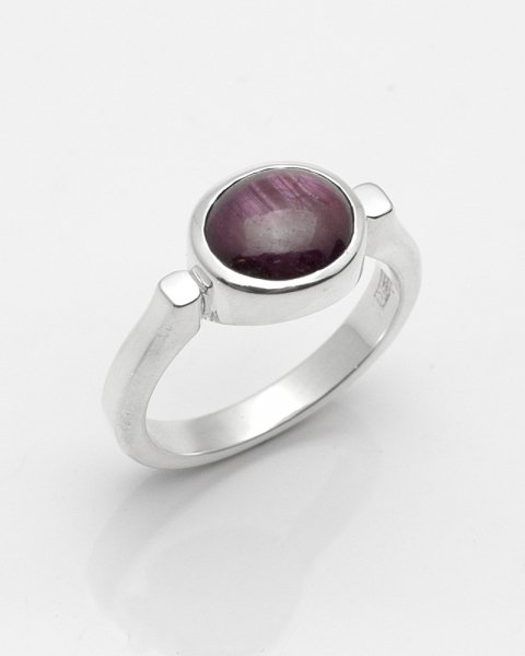 7×8mm oval cabochon star sapphire ring<br>
