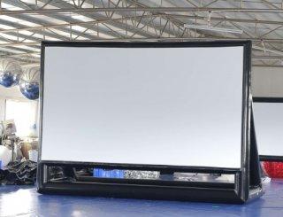 キャンプで映画!空気膨張式スクリーン