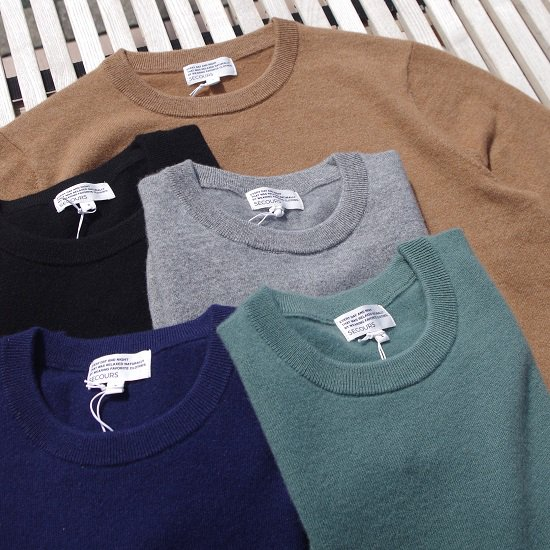 """SECOURS """"CASHMERE CREW NECK KNIT""""<img class='new_mark_img2' src='https://img.shop-pro.jp/img/new/icons14.gif' style='border:none;display:inline;margin:0px;padding:0px;width:auto;' />"""