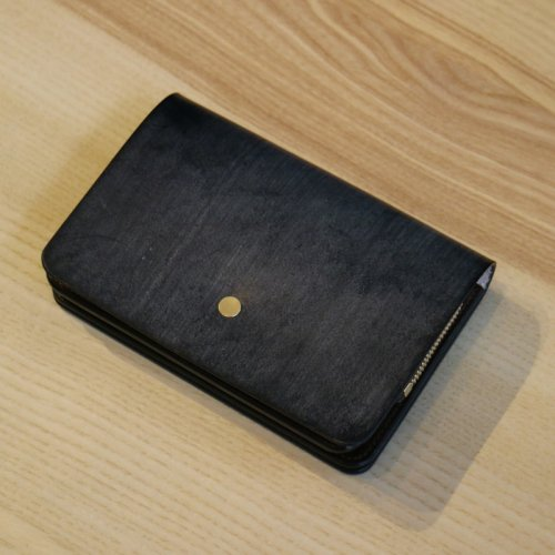forme (フォルメ)  / Hand Wallet「Bridle Leather Black × SHF Reverse」
