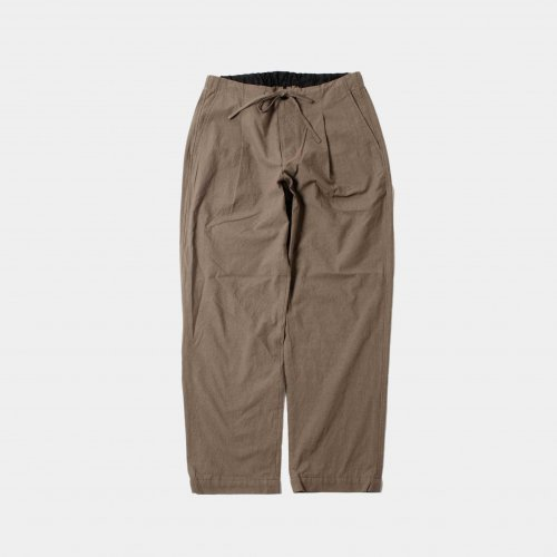 <img class='new_mark_img1' src='https://img.shop-pro.jp/img/new/icons6.gif' style='border:none;display:inline;margin:0px;padding:0px;width:auto;' />comm.arch./ Slub Cloth Easy Trousers 「Mud Brown」