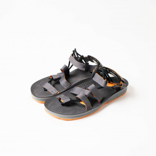 <img class='new_mark_img1' src='https://img.shop-pro.jp/img/new/icons6.gif' style='border:none;display:inline;margin:0px;padding:0px;width:auto;' />LIZARD / HEX H2O SANDAL 「Grey」