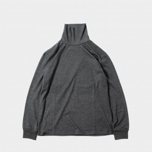 <img class='new_mark_img1' src='https://img.shop-pro.jp/img/new/icons6.gif' style='border:none;display:inline;margin:0px;padding:0px;width:auto;' />comm.arch. / Super 120's Merino High Neck P/O 「Dk. Clouds」